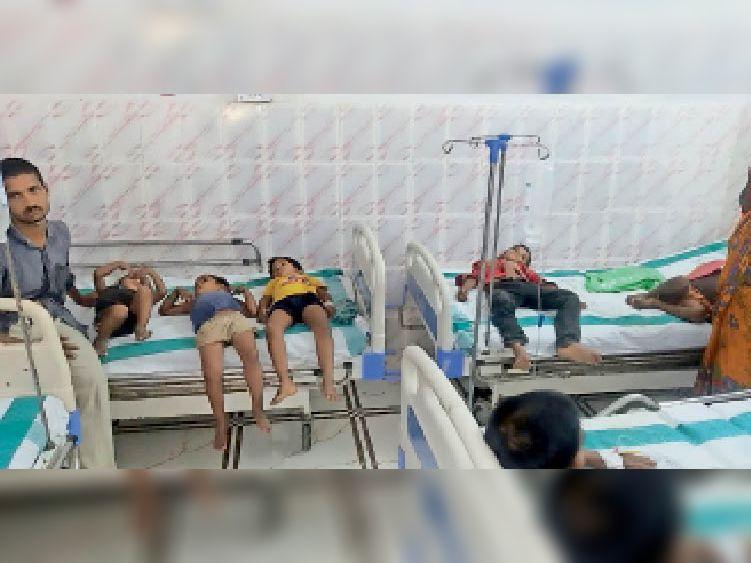 सदर अस्पताल में इलाजरत बच्चे।