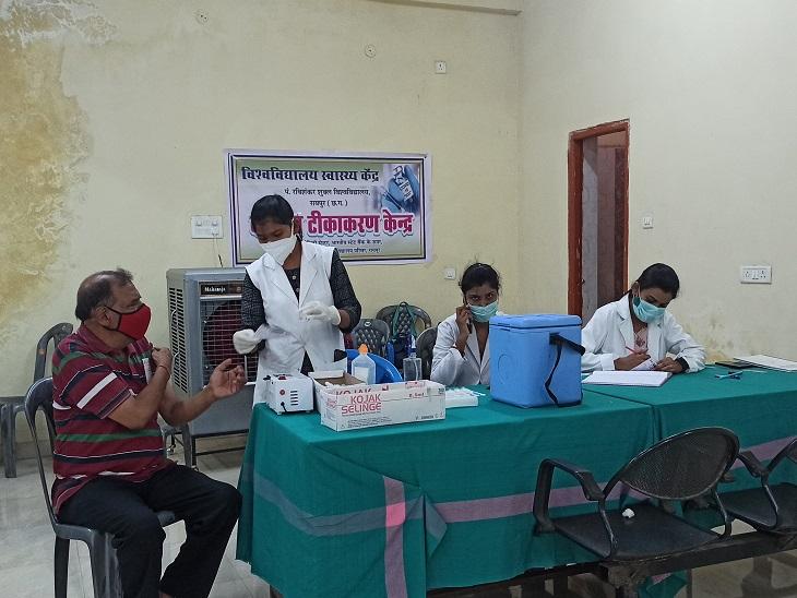 मंगलवार को रायपुर जिले में सभी टीकाकरण केंद्र टीकों की कमी की वजह से बंद रहे।