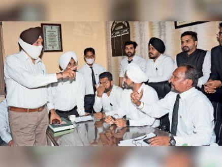 एडवोकेट नजाकत, अशोक और रंजीत 3 दिन के लिए सस्पेंड, वकील भड़के, हंगामा|जालंधर,Jalandhar - Dainik Bhaskar