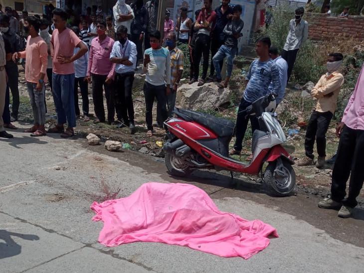 मौके पर ही हुई युवक की मौत। - Dainik Bhaskar