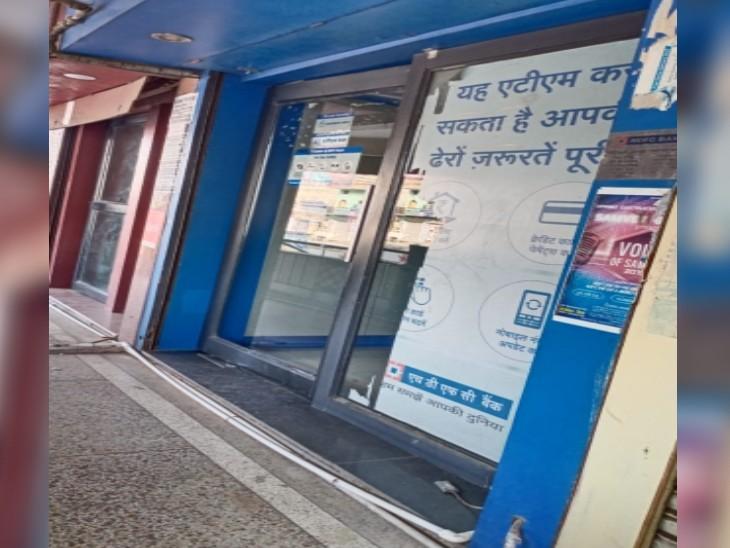 HDFC बैंक का गोला का मंदिर स्थित ATM जिसमें वारदात का प्रयास हुआ है।