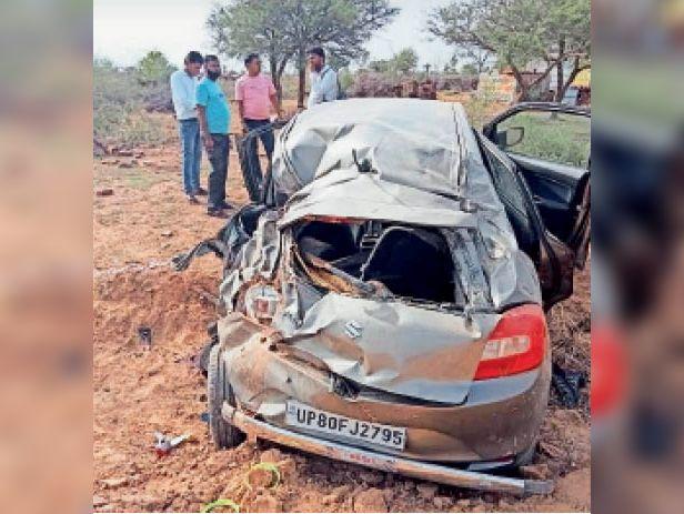 मासलपुर। मचानी बस स्टैंड पर कार पलटने से क्षतिग्रस्त हुई कार। - Dainik Bhaskar