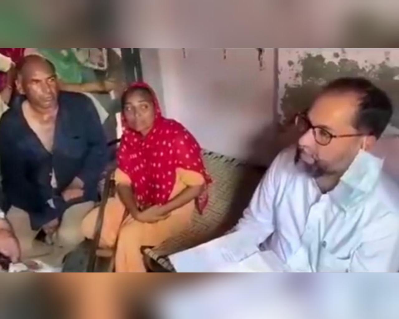 दिव्यांग दंपती के घर पहुंचे अकाली विधायक पवन टीनू। - Dainik Bhaskar