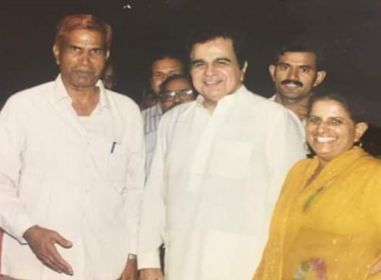 जयपुर में 1992 में सद्भावना रैली के बाद डिनर के वक्त दिलीप कुमार, तत्कालीन विधायक अलाउद्दीन आजाद, उनकी पत्नी गुलशन आजाद, उनके बेटे डॉ. अजीज आजाद के साथ