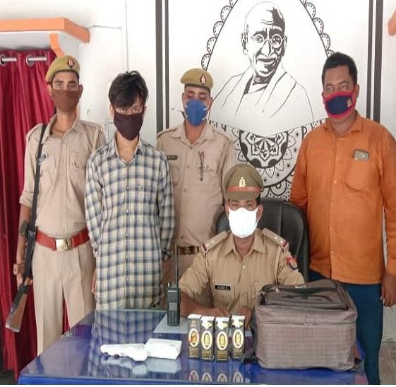 वाराणसी आया था BBA की पढ़ाई करने, बस से बिहार पहुंचाने लगा शराब की खेप; कैंट रोडवेज बस अड्डे से किया गया गिरफ्तार|वाराणसी,Varanasi - Dainik Bhaskar