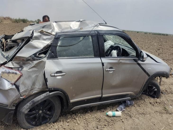 तेज स्पीड़ में आ रही कार अनियंत्रित होकर पलटी, मौके पर डाइवर की मौत; कोटा से अकेला चौथ का बरवाड़ा आ रहा था|सवाई माधोपुर,Sawai Madhopur - Dainik Bhaskar