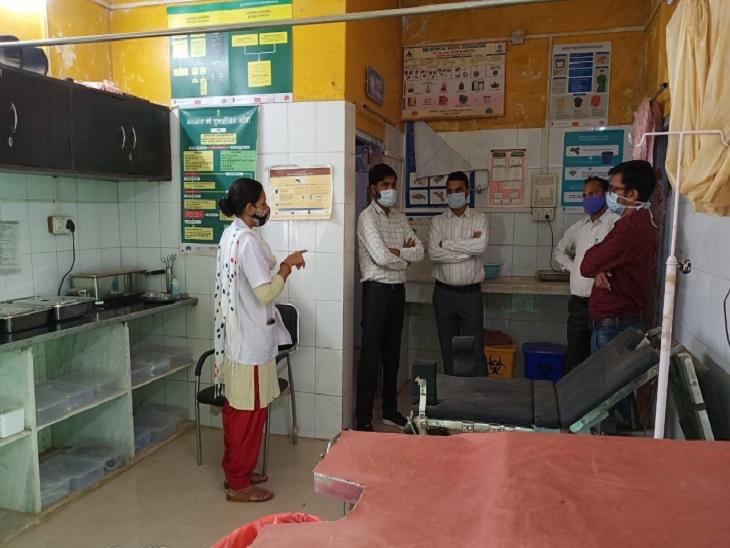 BCMHO खंडार ने आदर्श पीएचसी बालेर का निरीक्षण कर व्यवस्था सुधारने सहित जरूरी दिशा निर्देश दिए|सवाई माधोपुर,Sawai Madhopur - Dainik Bhaskar