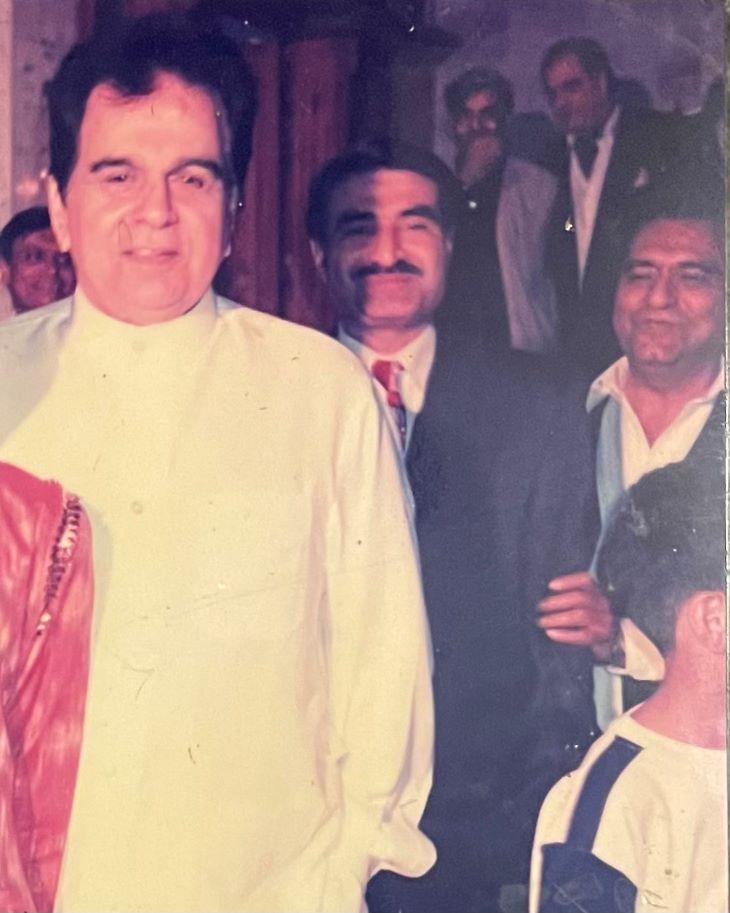 1998 में दिलीप कुमार की पाकिस्तान यात्रा के दौरान उनके साथ पुलिस अधिकारी अब्दुल मजीद खान।