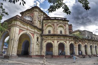 सालों पुरानी बिल्डिंग को रेनोवेट करने के लिए नगर निगम ने टेंडर कॉल किए, थर्ड वेव से बच्चों को बचाने के लिए कवायद|कानपुर,Kanpur - Dainik Bhaskar