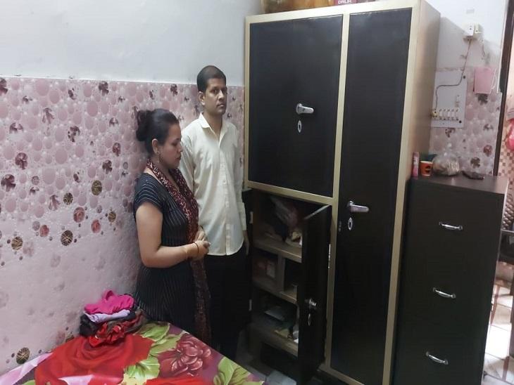 पास के कमरे में सोता रहा व्यापारी दंपति, चोर अलमारी-लॉकरका ताला तोड़कर 22तोलेसोने व 10 तोलेचांदी के गहनों के साथ ले गए 80 हजार|पानीपत,Panipat - Dainik Bhaskar