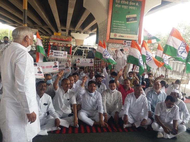 महंगाई को लेकर सरकार के खिलाफ कांग्रेस ने प्रदर्शन किया। - Dainik Bhaskar