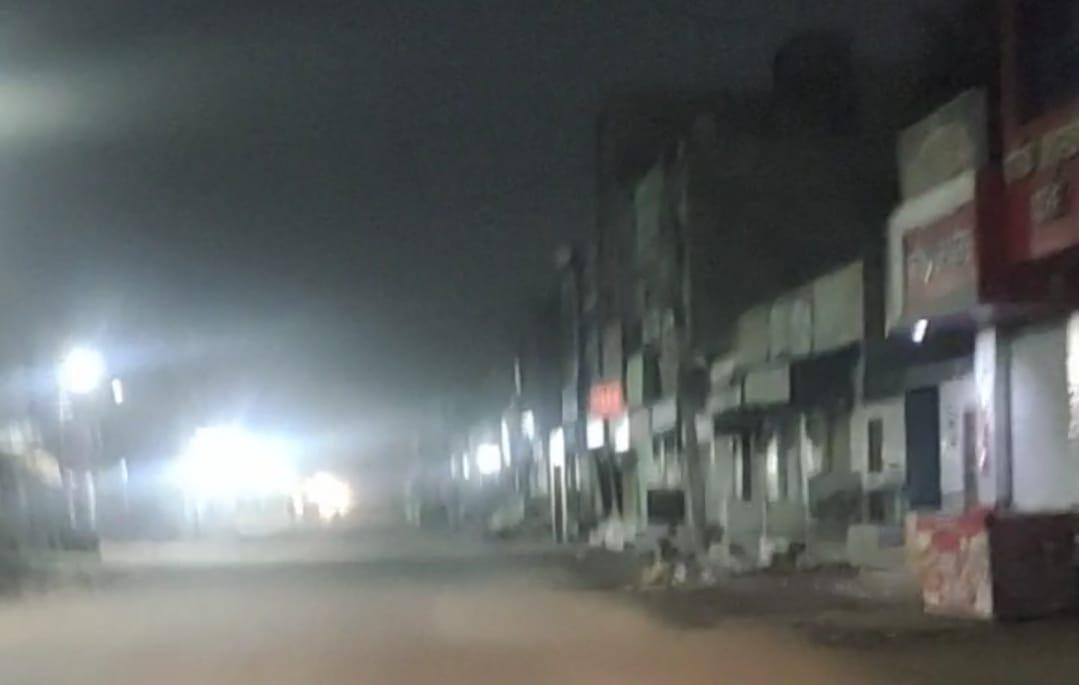 अब सात बजे बाद बाजार बंद होता है। - Dainik Bhaskar