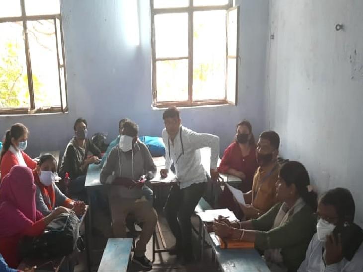 शिक्षक बहाली के लिए हो रही काउंसलिंग। - Dainik Bhaskar