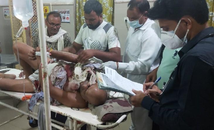 गालीगलौज के विवाद में चचेरे भाई ने मारी गोली, कंधे और पेट में लगी, घायल को गंभीर हालत में अस्पताल में भर्ती कराया|सागर,Sagar - Dainik Bhaskar