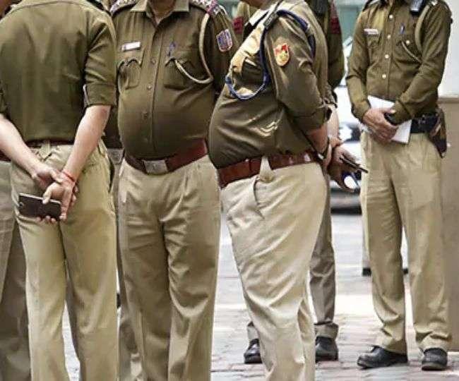 उन्नाव में तैनात सीओ कानपुर में मना रहा था महिला सिपाही के साथ रंगरेलिया, पत्नी ने हत्या की जताई थी आशंका|कानपुर,Kanpur - Dainik Bhaskar