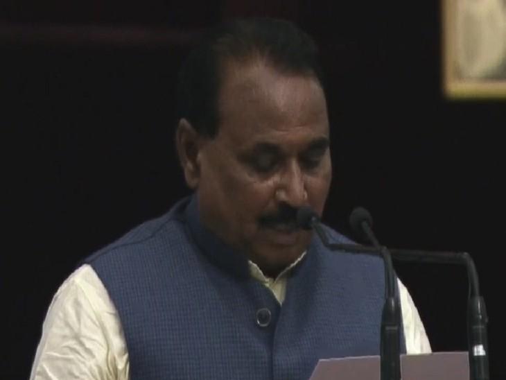मंत्री पद की शपथ लेते भानु प्रताप सिंह वर्मा।