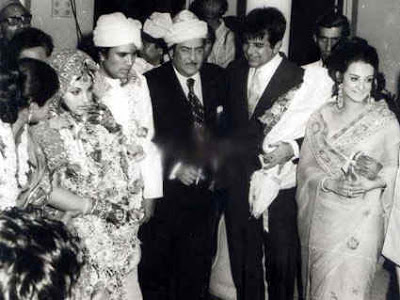 1973 में राजेश खन्ना और डिंपल कपाड़िया की शादी में राज कपूर के साथ दिलीप कुमार-सायरा बानो नजर आ रहे हैं।