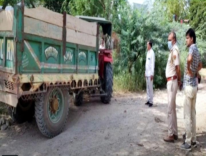 पुलिस टीम ने पकड़ा ट्रेक्टर-ट्राॅली