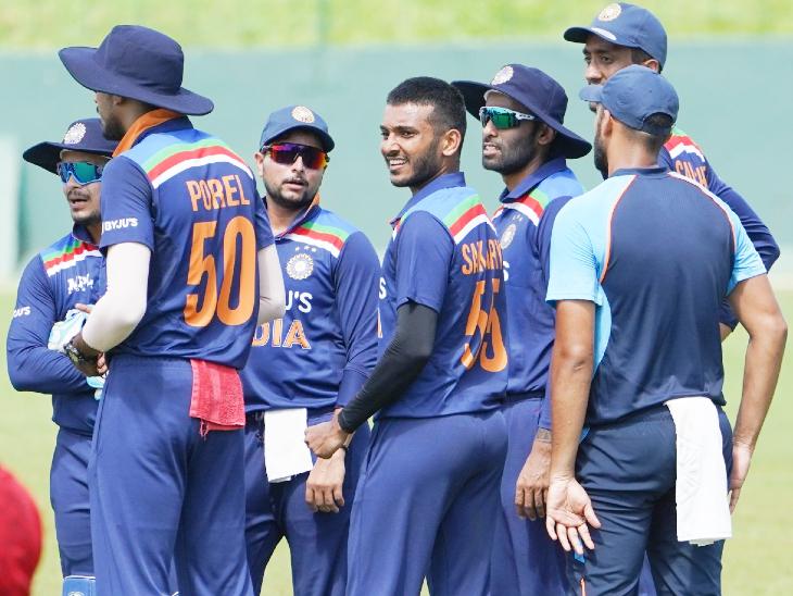 पहले इंट्रा स्क्वॉड मैच में भुवनेश्वर की टीम ने शिखर धवन की टीम पर जीत हासिल की थी। - Dainik Bhaskar