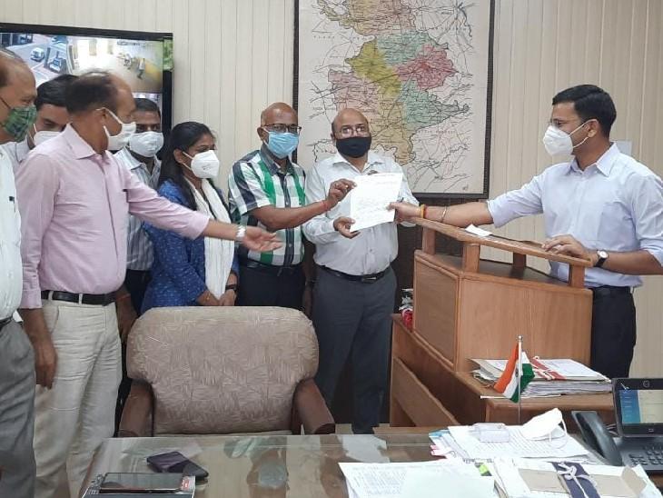 SDM को बंधक बनाने के विरोध में एकजुट हुए प्रशासनिक अधिकारी, विधायक बलजीत को की बर्खास्त करने की मांग भरतपुर,Bharatpur - Dainik Bhaskar