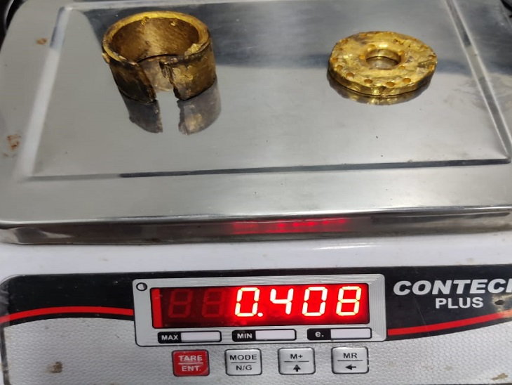 वेक्यूम क्लीनर व इलेक्ट्रिक बर्नर में छिपा कर 408 ग्राम सोना लाया, शारजाह से आई एयर अरेबिया की फ्लाइट में यात्री की तलाशी के दौरान खुलासा|जयपुर,Jaipur - Dainik Bhaskar