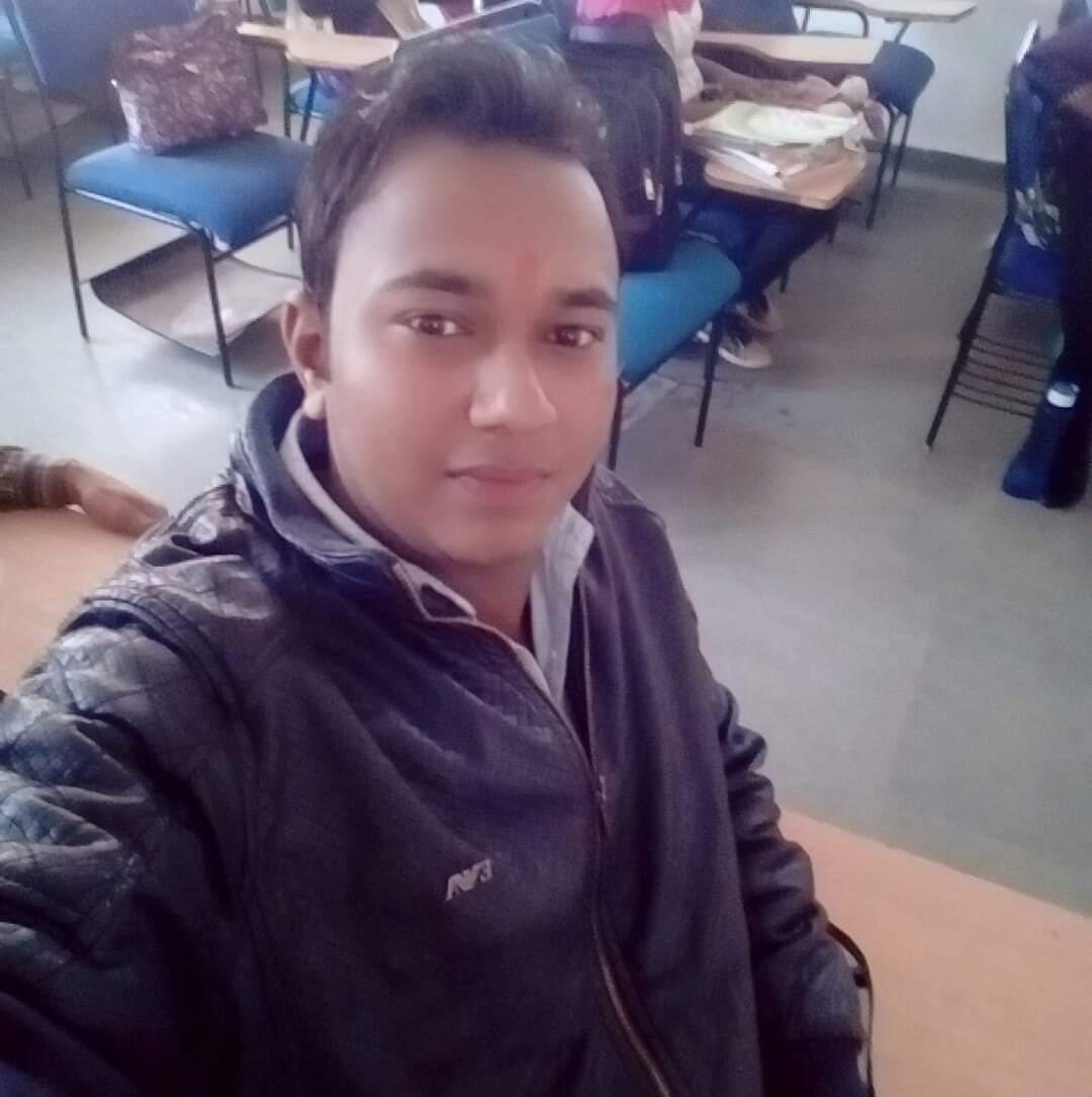 अलग-अलग बाइक से घूमने निकले थे दो दोस्त, एक की फिसली बाइक; जिला अस्पताल में नहीं मिला इलाज, नागपुर ले जाते समय रास्ते में तोड़ा दम छिंदवाड़ा,Chhindwara - Dainik Bhaskar