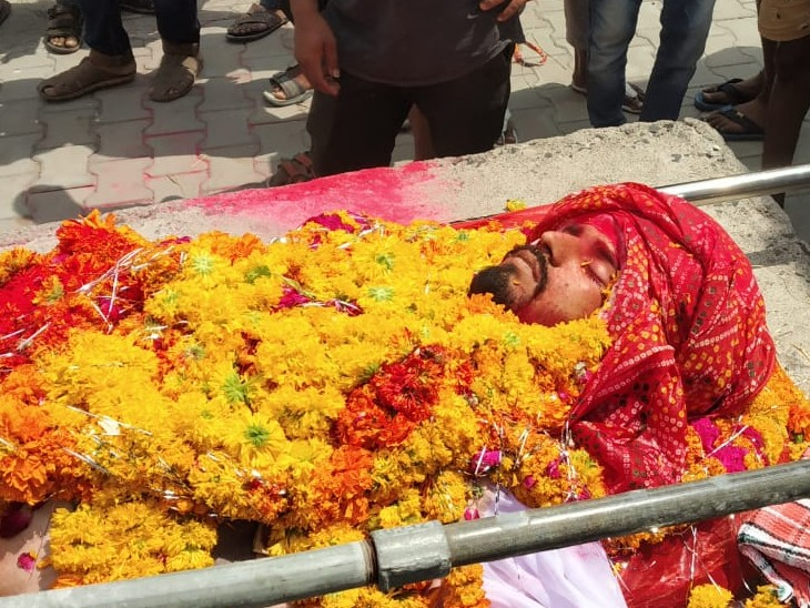 मृतक का शव झालावाड़ लाया गया। पुलिस की मौजूदगी में अंतिम संस्कार हुआ।