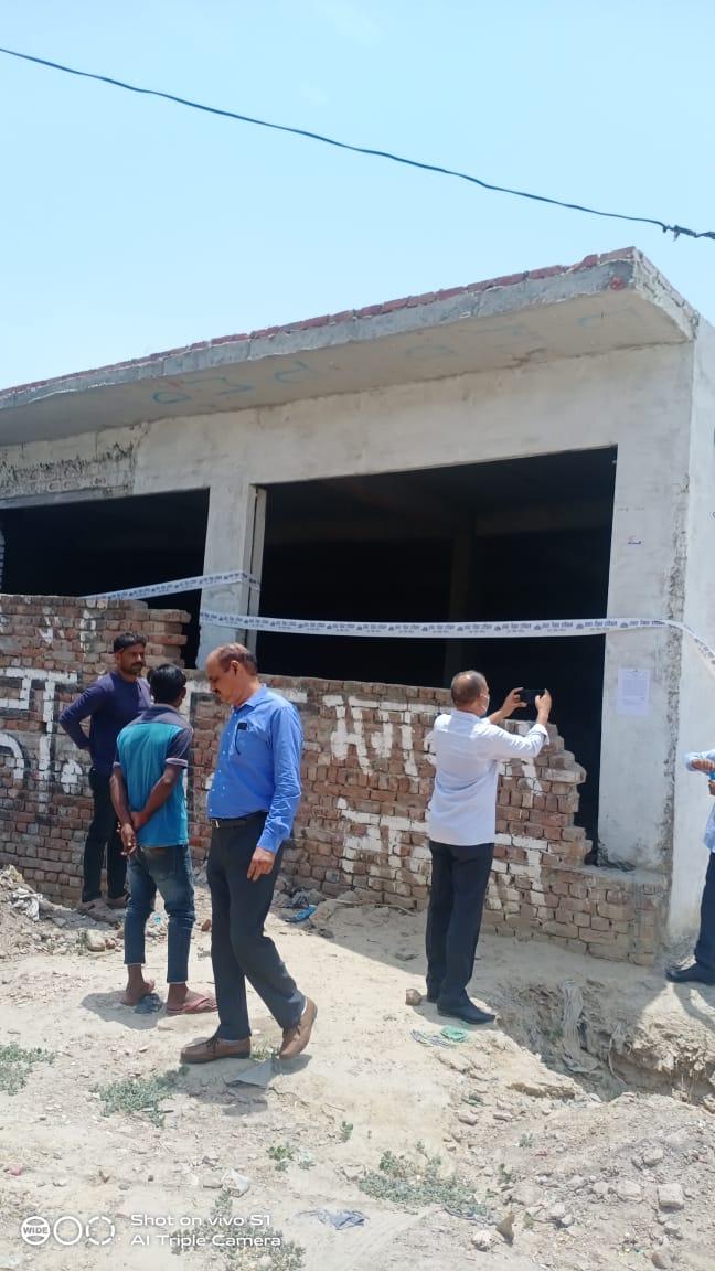 आगरा में अवैध निर्माण करने वालों की 5 बिल्डिंग सील, मानकों के विपरीत बिना नक्शा पास कराए किया जा रहा था निर्माण|आगरा,Agra - Dainik Bhaskar