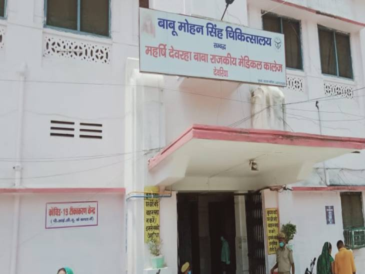 देवरिया में इंसेफेलाइटिस से मिले मरीजों को बाबू मोहन सिंह जिला अस्पताल में भर्ती कराया गया है।