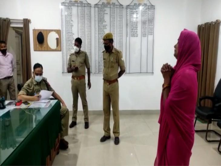 आरोपियों के खिलाफ तहरीर देकर मां ने एसपी से की न्याय की गुहार। - Dainik Bhaskar