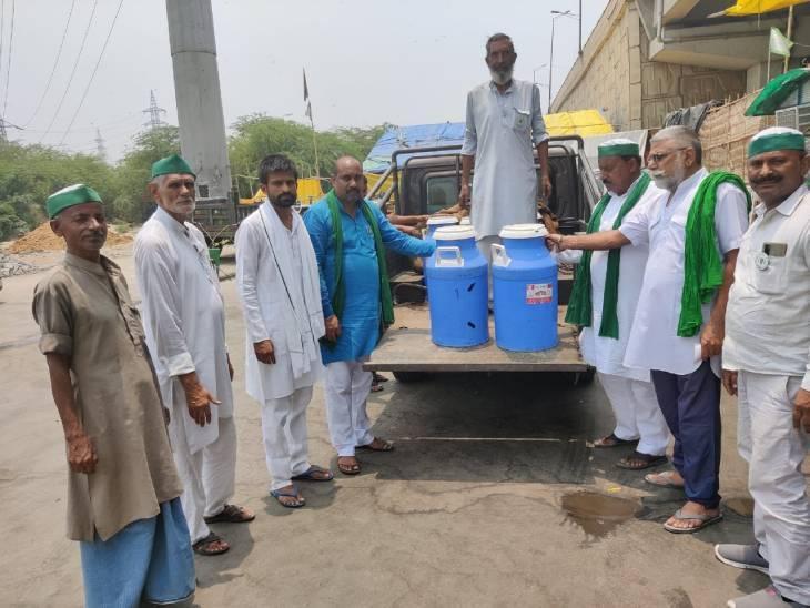 आंदोलन कर रहे किसानों के लिए दूध और अन्य रसद सामग्री किसानों द्वारा पहुंचाई जा रही है।