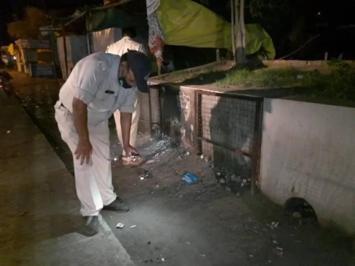 पुलिस से 100 मीटर की दूरी पर आधी रात फायरिंग, शातिर बदमाश वारिस मिश्रा और उसका साथी गंभीर; जुए की रकम को लेकर विवाद|जबलपुर,Jabalpur - Dainik Bhaskar