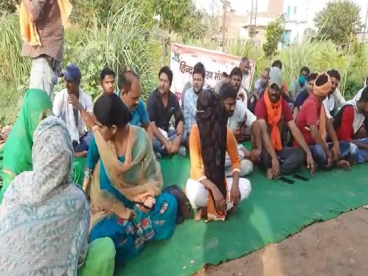 युवती ने लव जिहाद के मामले में शिकायत लेकर थाने में पहुंची, दरोगा व सिपाही ने आत्महत्या करने को उकसाया|मेरठ,Meerut - Dainik Bhaskar