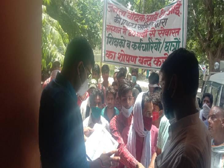 बागपत में जेवी आईटीआई के प्रधानाचार्य से नाराज शिक्षकों व छात्रों ने एसडीएम को सौंपा ज्ञापन। - Dainik Bhaskar