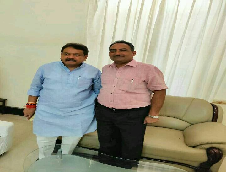 डीएसपी रतन नौलखा के साथ एसपी सिंह बघेल