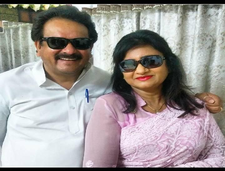 पत्नी मधु बघेल के साथ एसपी सिंह बघेल