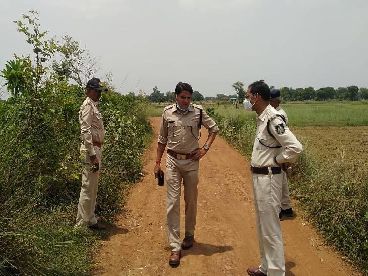 चलती बाइक पर डंडे से हमला करके 3 लाख की लूट, गंभीर अवस्था में संजय गांधी अस्पताल में कराया गया दाखिल|रीवा,Rewa - Dainik Bhaskar
