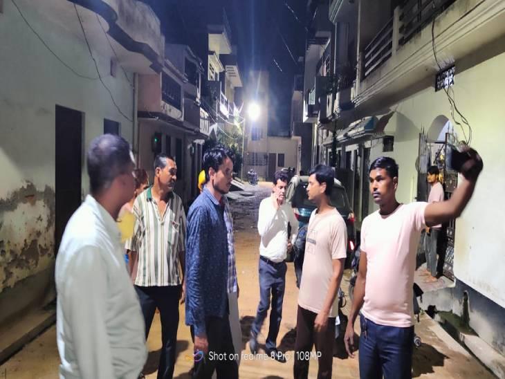 पुराने लखनऊ में पूरी रात बिजली चोरी करने वालों को खोजते रही लेसा की टीम, 15 लोगों वीडियो बनाया, आज करेंगे मुकदमा|लखनऊ,Lucknow - Dainik Bhaskar