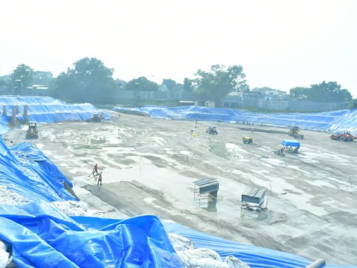 मिर्जापुर से अयोध्या पहुंचे स्लेटी कलर के 30 पत्थर, कुल 19 हजार आने हैं; अक्टूबर से शुरू होगा इनका इस्तेमाल अयोध्या,Ayodhya - Dainik Bhaskar