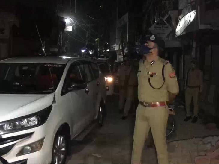 मेरठ में आईजी ने मंगलवार रात परखी सुरक्षा व्यवस्था।