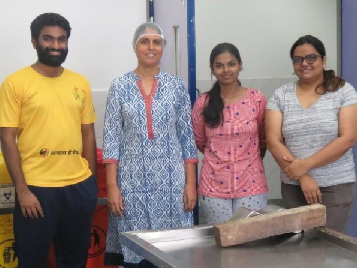 कोविड मृतकों के पोस्टमार्टम फोरेंसिक मेडिसिन डिपार्टमेंट की एडिशनल प्रोफेसर डॉ. जयंती यादव , सीनियर रेसीडेंट डॉ. बृंदा पटेल और पीजी की पढ़ाई कर रही डॉ. एस. महालक्ष्मी और डॉ. जे. श्रवण ने किए। - Dainik Bhaskar