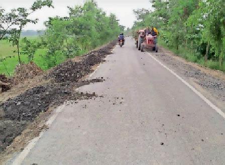 निर्माणाधीन माली से आलमनगर का संपर्क पथ। - Dainik Bhaskar