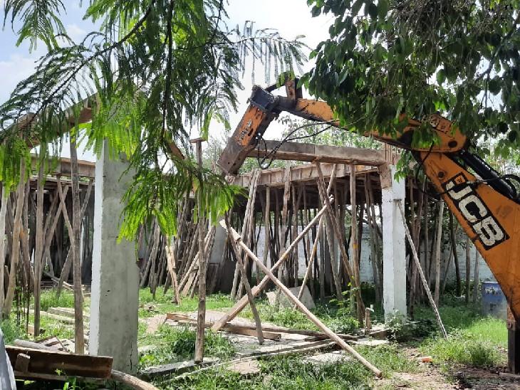 रिजवान बाग में 3000 वर्ग फीट एरिया में चल रहे अवैध निर्माण को नगर निगम अतिक्रमण दस्ते ने तोड़ दिया। - Dainik Bhaskar