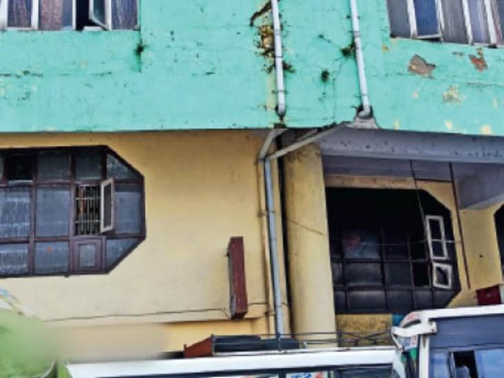 ओल्ड बस स्टैंड में एचआरटीसी की बिल्डिंग टूट-फूट रही है। - Dainik Bhaskar