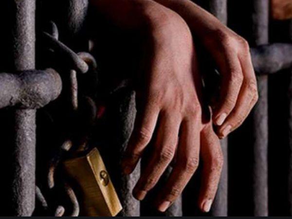 रिश्वत के आरोपी रावत के बैंक लॉकर से खुल सकते हैं राज, बैंक एकाउंट्स की जांच शुरू कोटा,Kota - Dainik Bhaskar