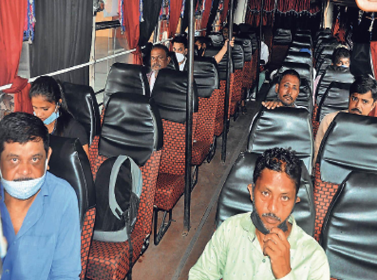काेराेना में बस किराया बढ़ाने पर है राेक, बस संचालकों ने स्वयं 50 रु. बढ़ा लिये|रांची,Ranchi - Dainik Bhaskar