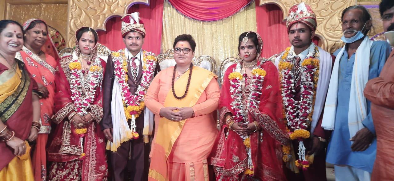 सरकारी बंगले को लाइटिंग से सजाया, उज्जैन से आई बारात;सांसद ने अपने खर्चे पर कराया दो बेटियों का विवाह|भोपाल,Bhopal - Dainik Bhaskar