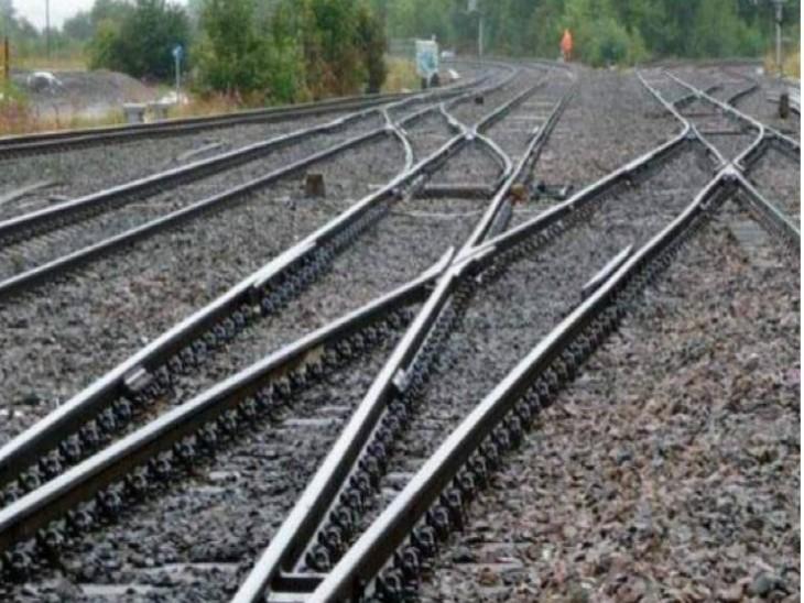 पारिवारिक विवाद के चलते रेलवे JE की पत्नी ने बेटे के साथ ट्रेन के आगे कूदकर दी जान, पुलिस ने शव को पोस्टमार्टम के लिए भेजा कानपुर,Kanpur - Dainik Bhaskar