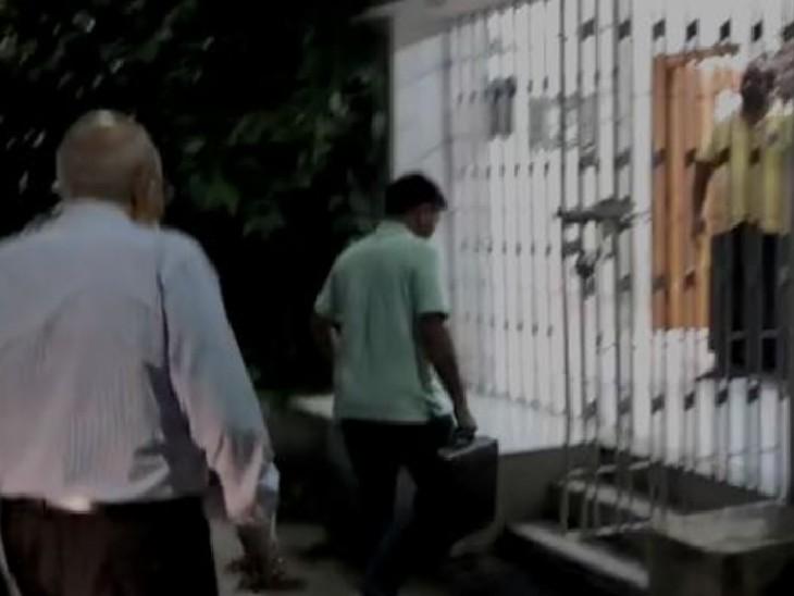 बुखार और बदन दर्द की शिकायत, तेजस्वी देखने पहुंचे; 6 दिन पहले लगवाई थी स्पुतनिक वैक्सीन|बिहार,Bihar - Dainik Bhaskar