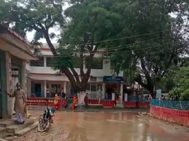 पूर्णिया सदर अस्पताल में कीचड़ देखते ही उल्टे पांव लौट जाते हैं लोग; परिसर में जलजमाव के कारण हो रही मरीजों को परेशनी पूर्णिया,Purnia - Dainik Bhaskar